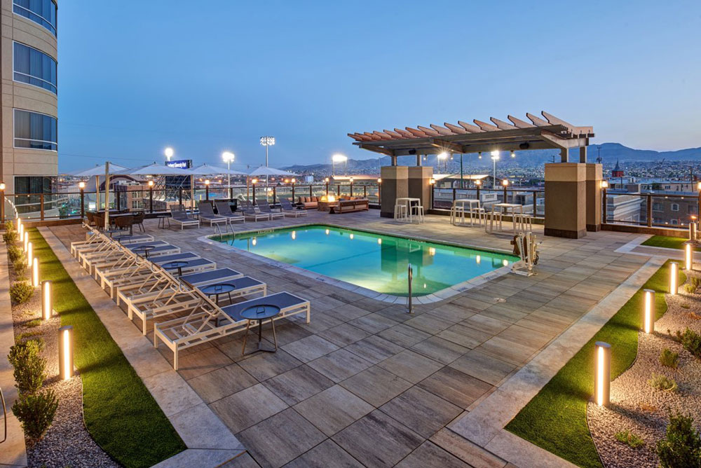 courtyard by marriott downtown pool