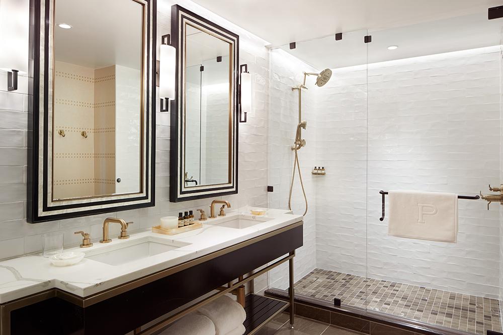 The Plaza Hotel Pioneer Park bathroom