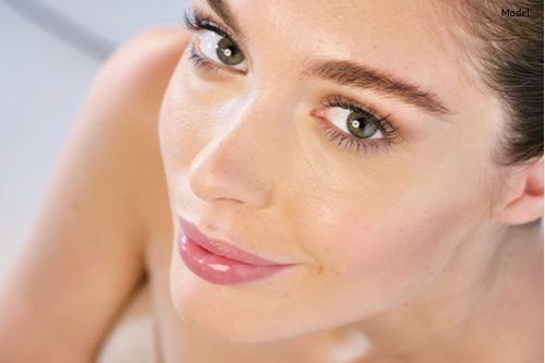 close up of the face of a beautiful girl with perfect skin-img-blog